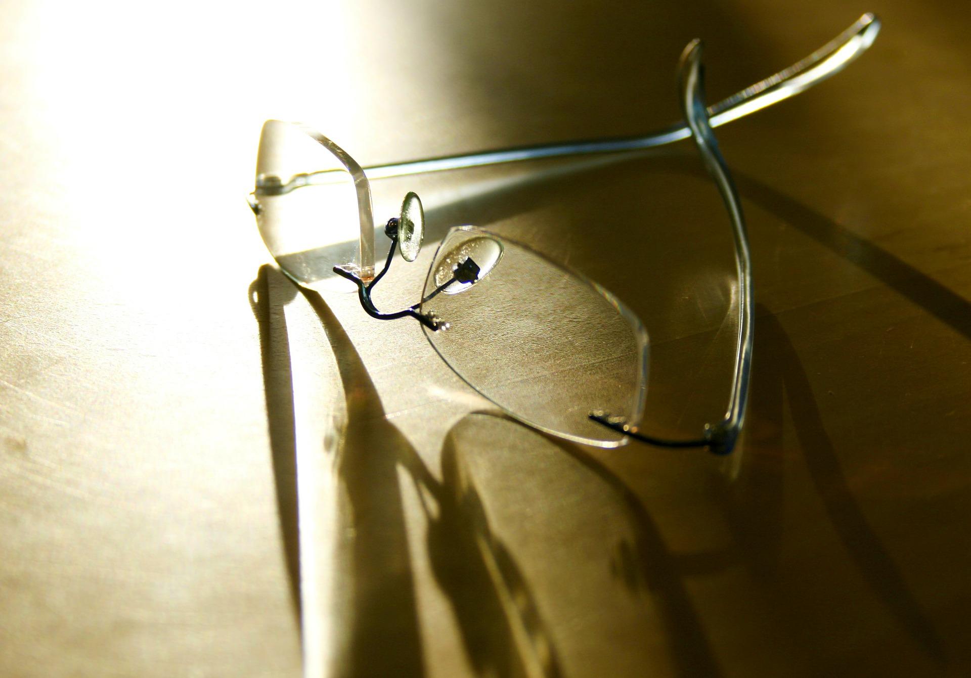 glasses-107893_1920